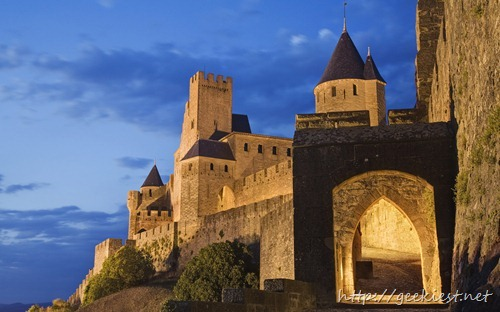 La Cite, Carcassonne, Porte d'Aude entrance to the medieval walled city, UNESCO World Heritage Site, Languedoc, France