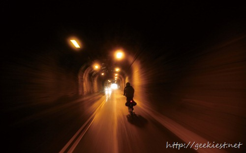 穿越蘇花公路上的隧道 (Passing through the tunnels on the Suhua highway)